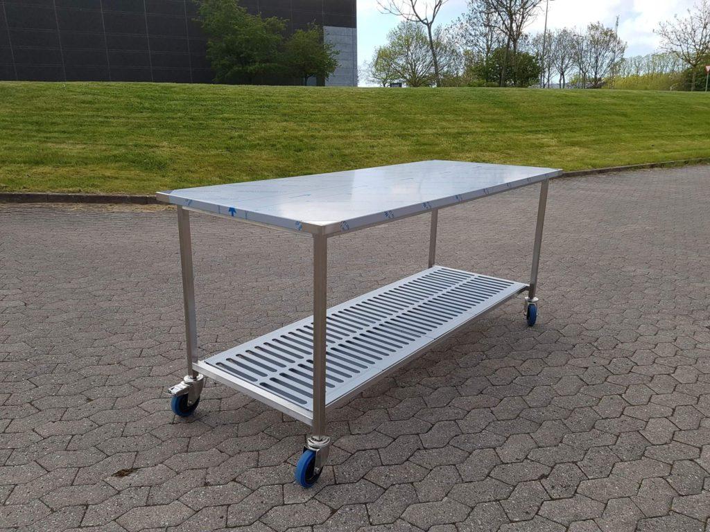 Wilno Rustfri ApS - Mobilt arbejdsbord til storkøkken