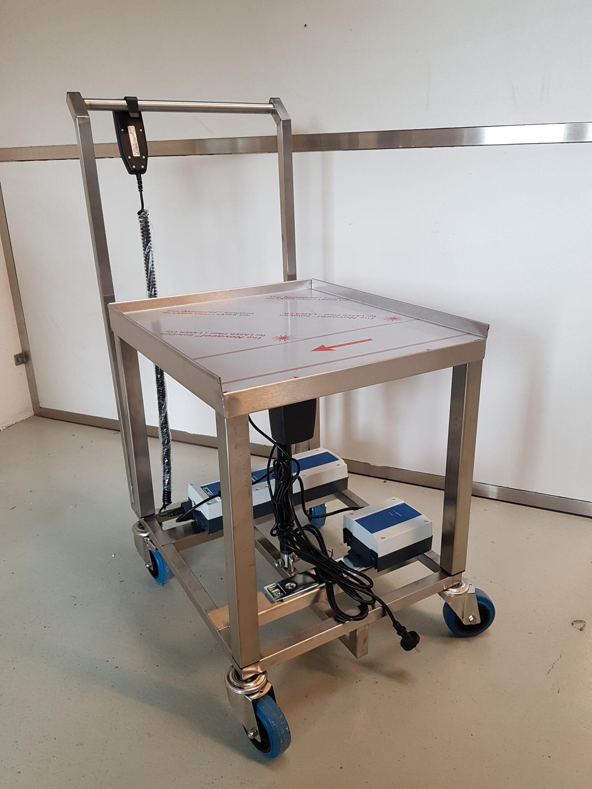 Wilno Rustfri ApS - Hæve sænke rullebord med batteri backup